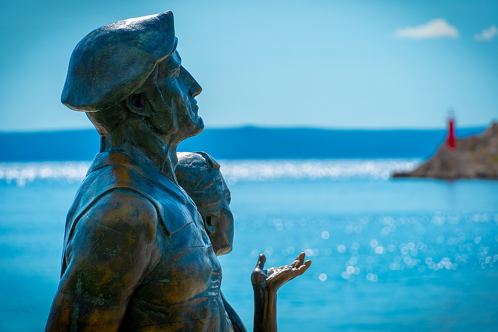 Romantic couple-s monument to summer love on the promenade in Makarska, in Croatia.