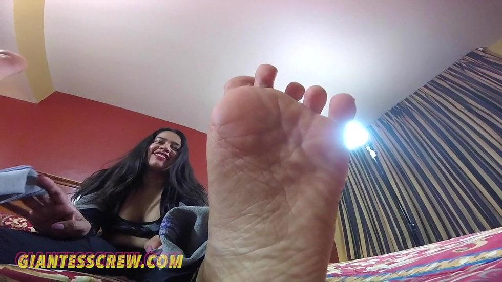 Giantess Crew-Footchick - Stinky Feet