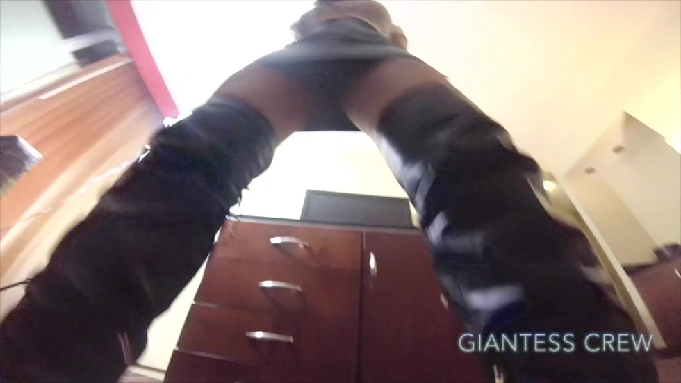 Giantess Crew-Charile Custom skirt(Custom Video)