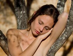Paulina sleeps in tree Close Up web