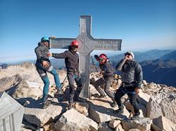 Subida al Pico de Aneto desde Benasque con guía de montaña en verano e invierno