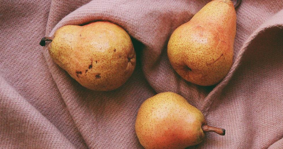 three-pears-on-cloth-2987077_edited.jpg