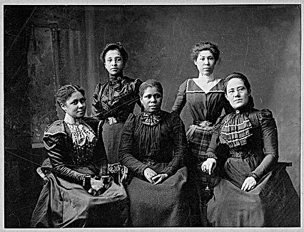 600px-5_female_Negro_officers_of_Women's