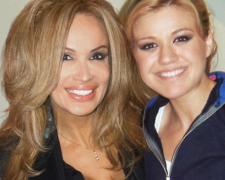 Lisa Christiansen with Kelly Clarkson in Tulsa at the Childrens Benefit Dinner
