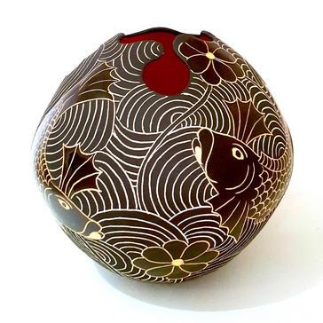Keyhole Pot with Orange Fish