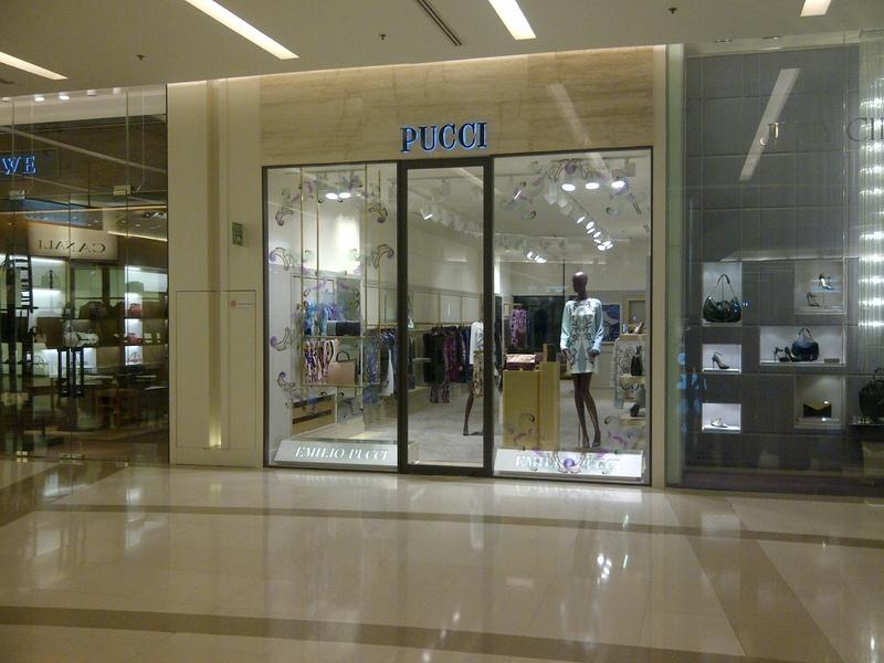 รับเหมาตกแต่ง Pucci Showroom