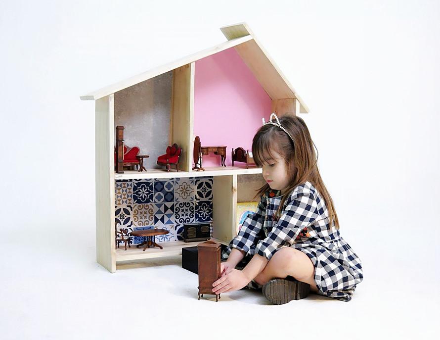 Os benefícios de bricar de casinha de boneca