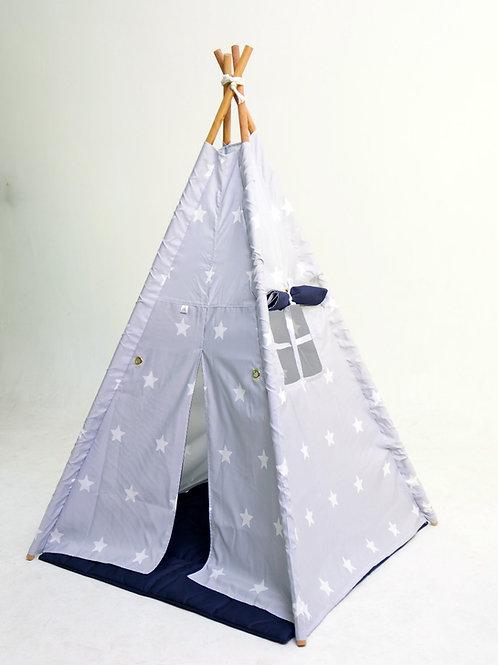 Cabana cinza com estrelas brancas e forro azul escuro.