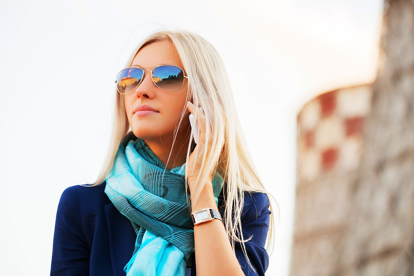 Blond%20fashion%20business%20woman%20in%