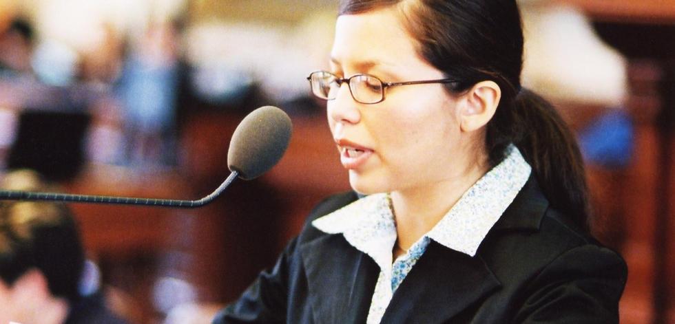 Elisa speaking in the Texas House