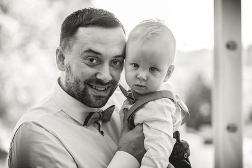 Świeżo ochrzczony Aleks z tatą