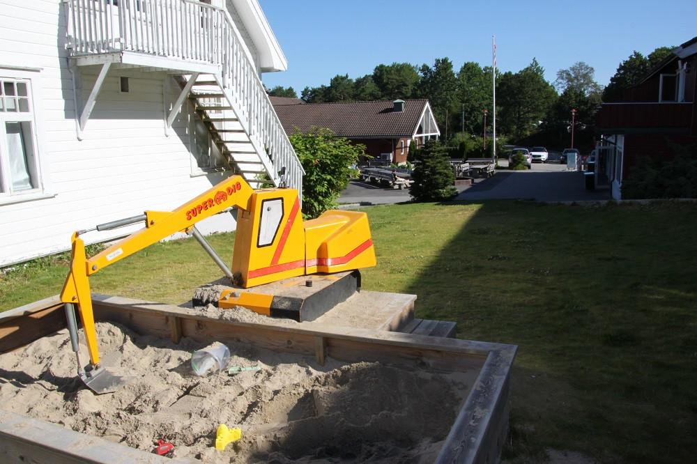 Kristiansand feriesenter-gravemaskin.jpg