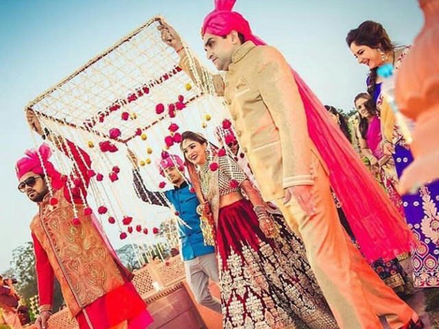 sister's entry in wedding