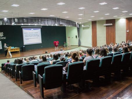 Presidente da SBC faz palestra sobre fatores de risco para adolescentes e educadores