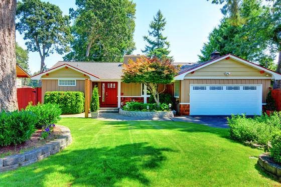 Advantages of hiring a lawn maintenance company