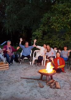20190831_Gruppe am Feuer.jpg