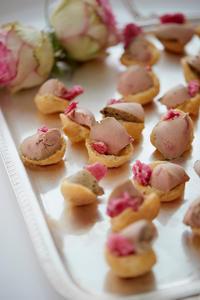 Foies gras et pétales de roses par Annabell Angbein