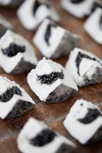 Chèvre et caviar par Annabell Angbein