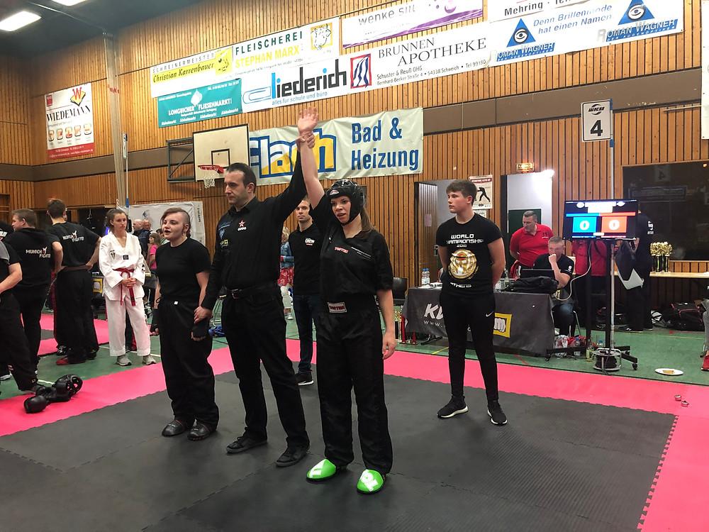 Jenny gewinnt trotz Verletzung