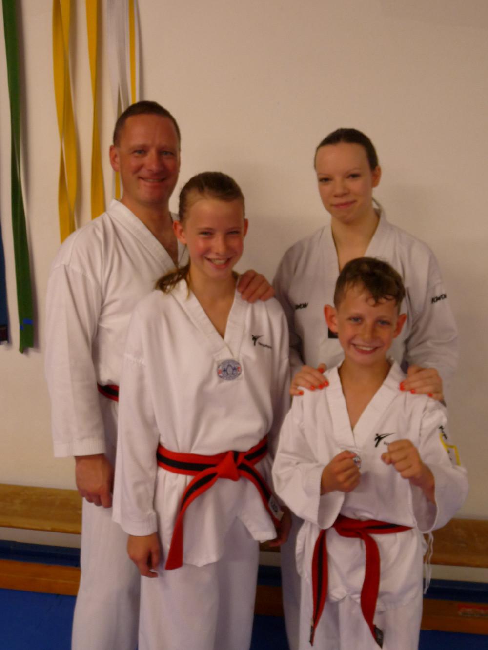 Kurse für jedes Alter Taekwondo, Kickboxen, Selbstverteidigung