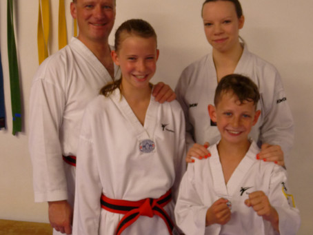 Anfängerkurse Taekwondo und Kickboxen
