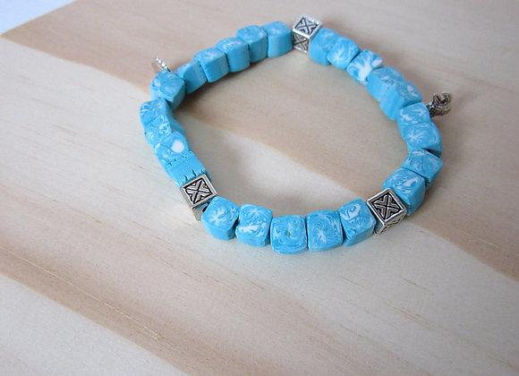 Bracelet avec perles carrées