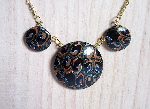 Collier à trois médaillons abstraits