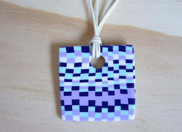 Collier avec pendentif carré