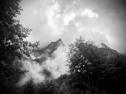 Mystische Morgenstimmung am Klöntalersee