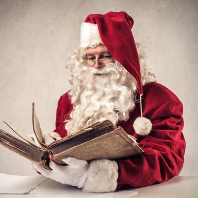 Der Weihnachtsman und sein magisches Buch