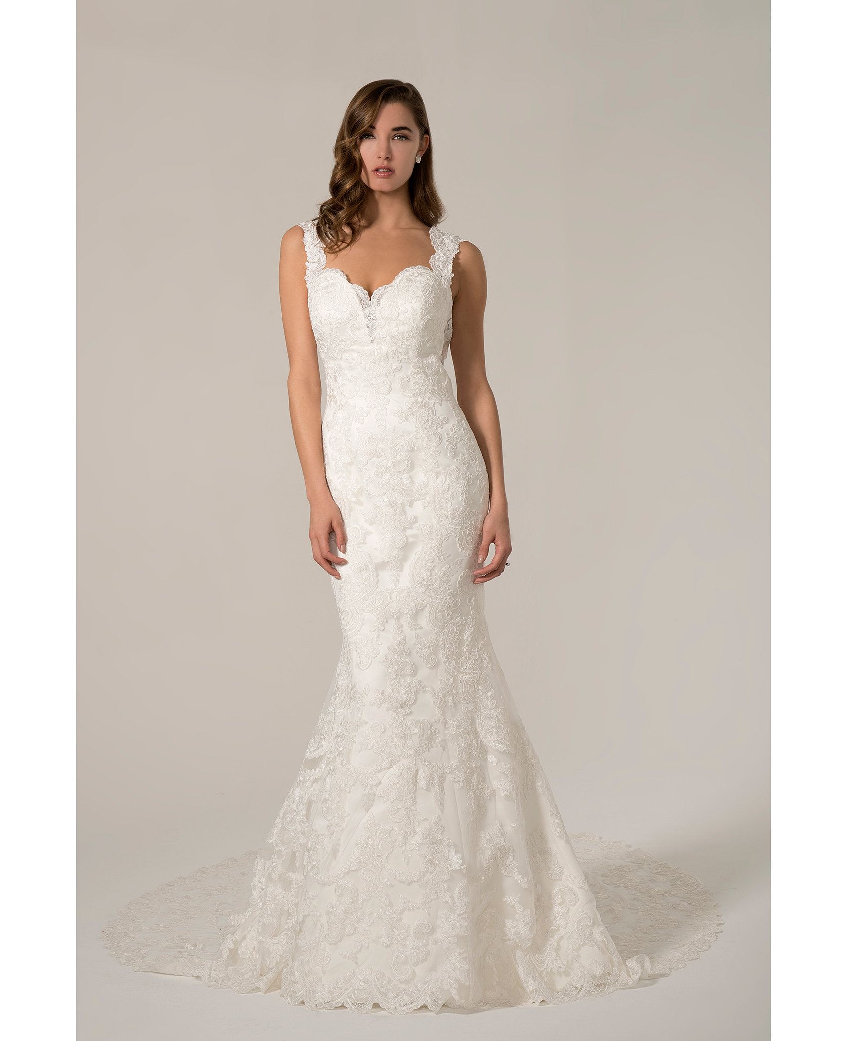 Venus Bridal Collections Beautiful Lace Fit And Flare Gown With Sweetheart Neckline Shoulder Straps Low Back Fabulous Train