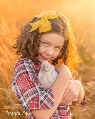 girl-chicken-sunset-session-brighteyesph