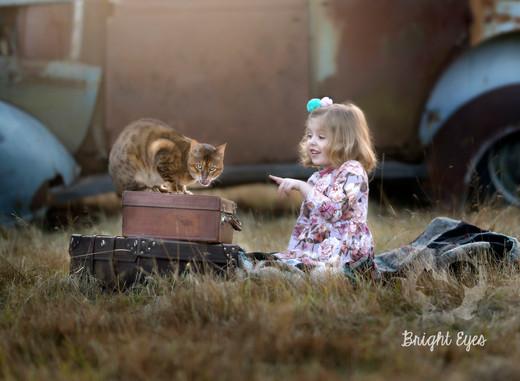 child-cat-sunset-session-brighteyesphoto