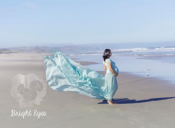 pregnant-mum-to-be-on-beach.jpg