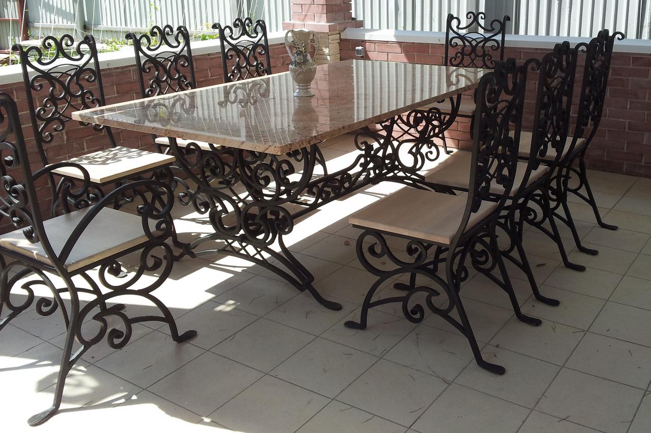 Кованый стол со стульями М52