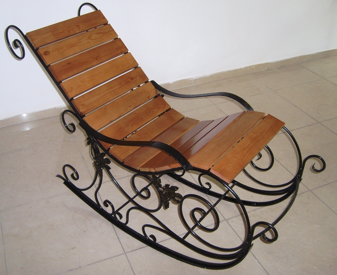 Кованая Кресло-качалка М11