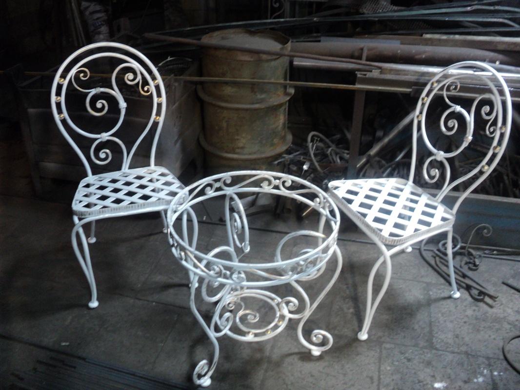 Кованый столик и два стула М53