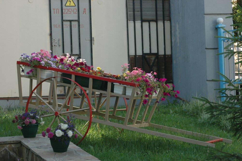 sadovaya-podstavka-dlya-cvetov