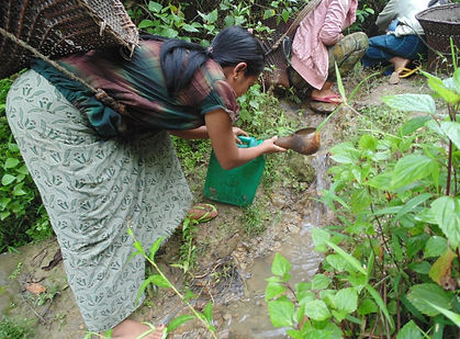 women collecting water.3.jpg