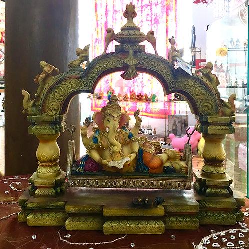 Deus Ganesha no Balanço