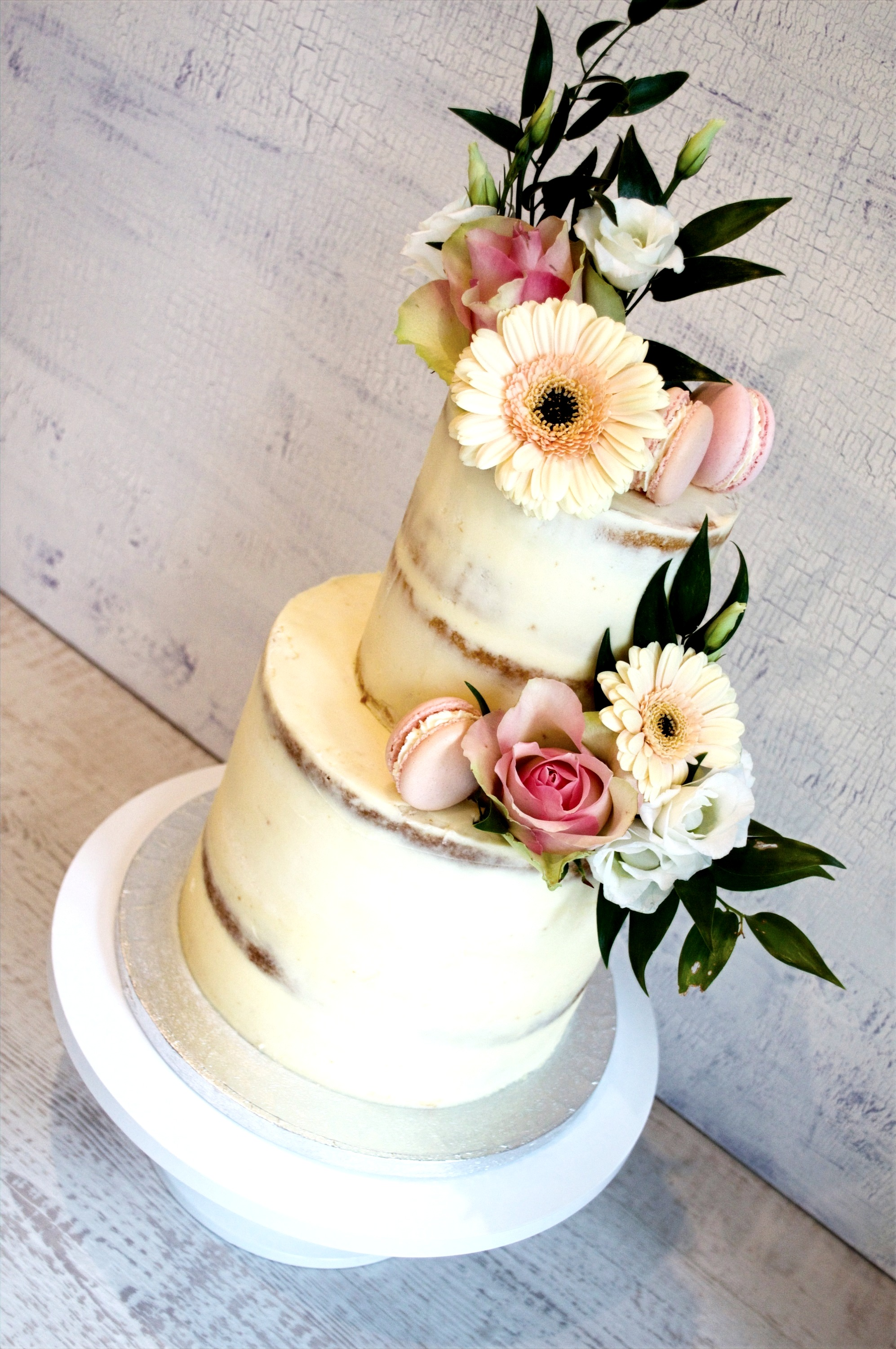 Semi-naked%2520wedding%2520cake%2520with