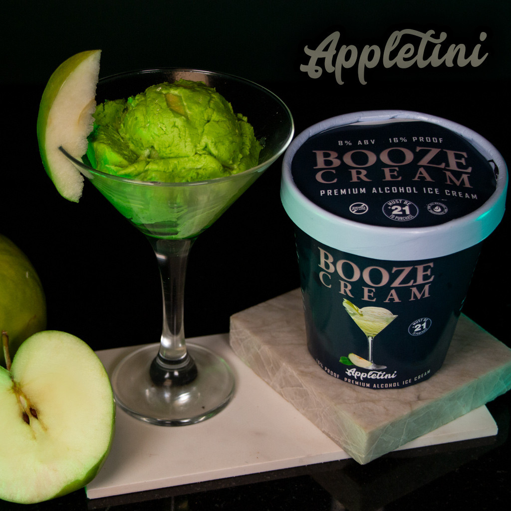 Appletini Martini made with ABSOLUT APPLE VODKA