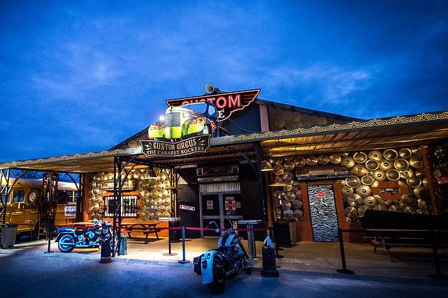 Custom Café - Teatro situado na Nirvana Studios