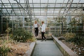 Engagement photoshoot in Gothenburg Bothanical Garden 7  bröllopsfotograf The Wedding Fox