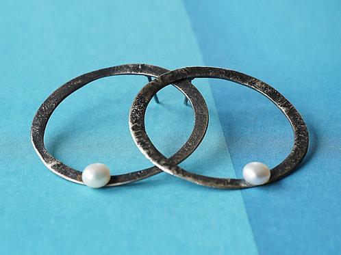 kolczyki LANOCHE okręgi 38 mm z białą perłą