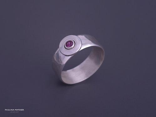 Obrączka disco ball srebrna z fuksjową cyrkonią