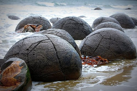 Moeraki Boulders 8.jpg
