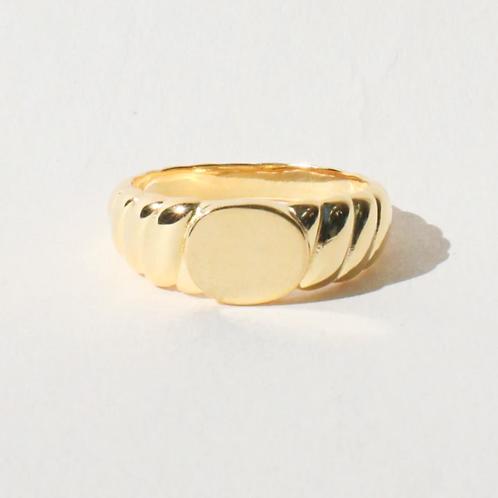 Mila Signet Ring