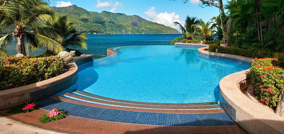 piscina e sol.jpg