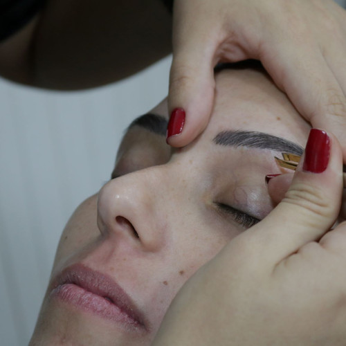 design de sobrancelhas em paulinia.JPG